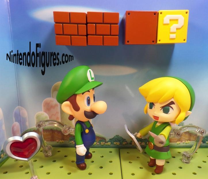 Luigi versus Link Nendoroid 4