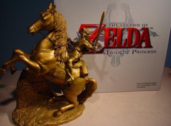 GOLD LINK ON EPONA STATUE_crop