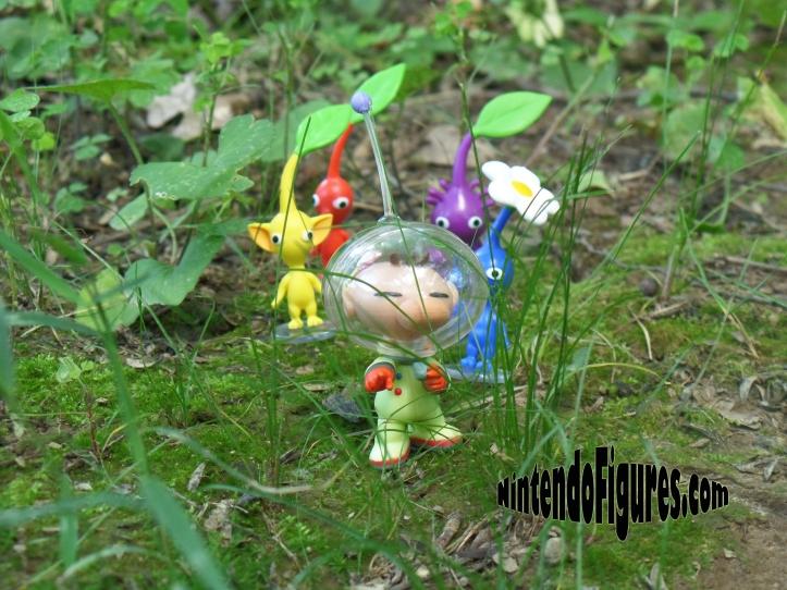 World-of-Nintendo-Pikmin-on-Ground-1