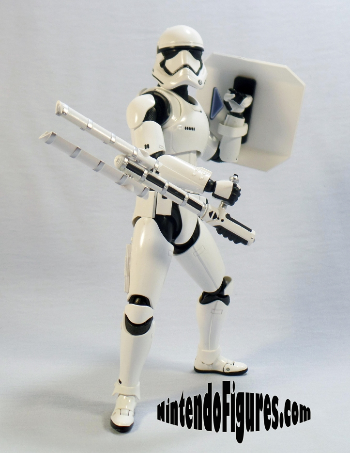 SH-Figuarts-First-Order-Riot-Control-Stormtrooper-Pose-1