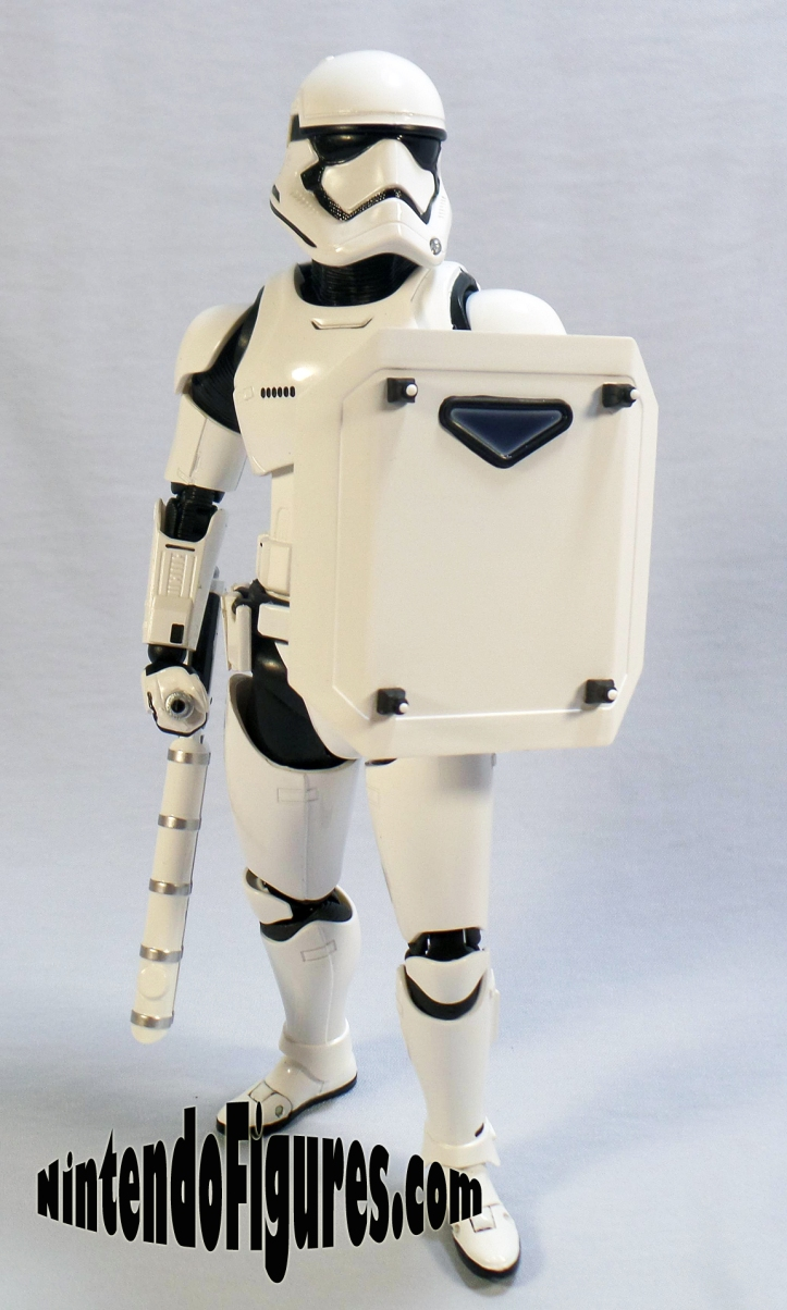 SH-Figuarts-First-Order-Riot-Control-Stormtrooper-Pose-2