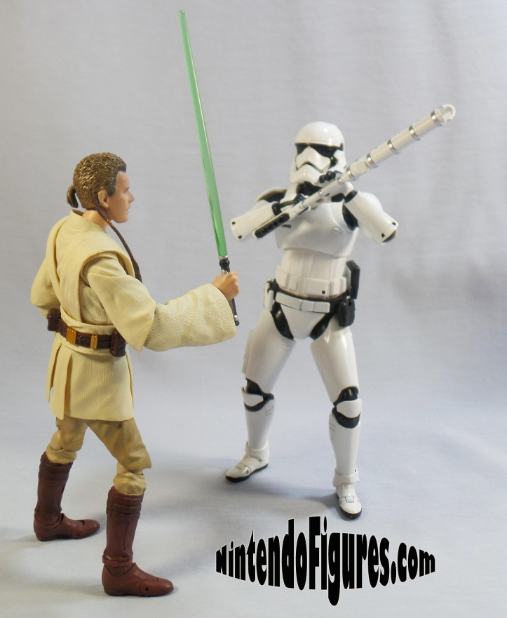 SH-Figuarts-First-Order-Riot-Control-Stormtrooper-Pose-5