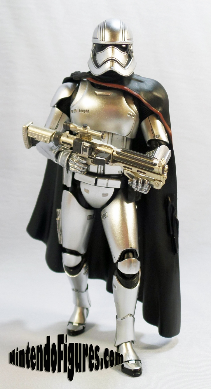 captain-phasma-bandai-sh-figuarts-pose-3