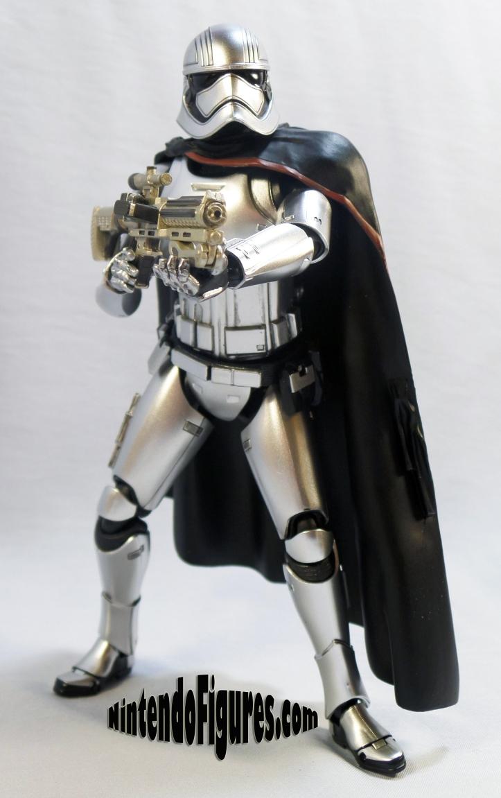 Captain Phasma Bandai S.H. Figuarts-pose-4