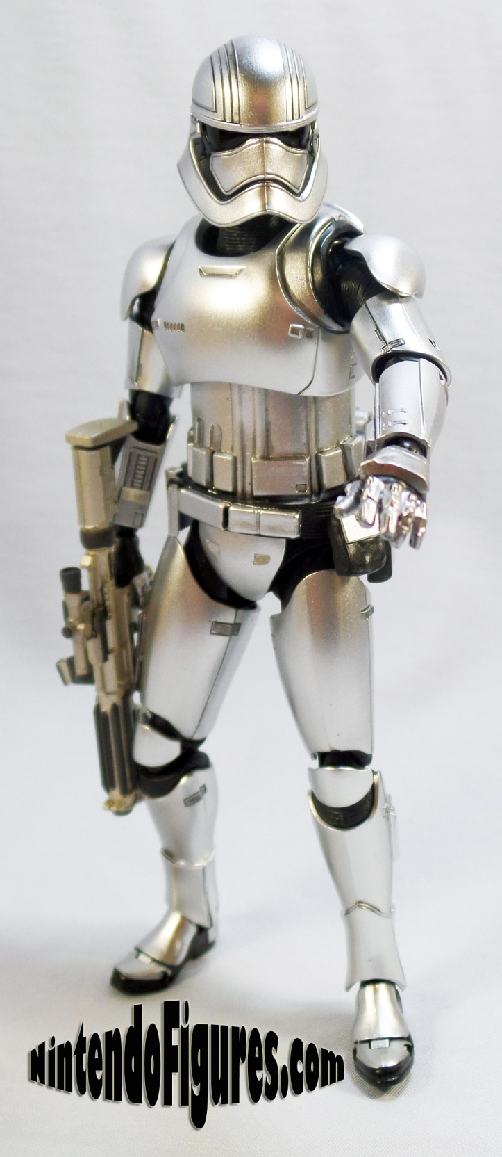Captain Phasma Bandai S.H. Figuarts-without-cape-1